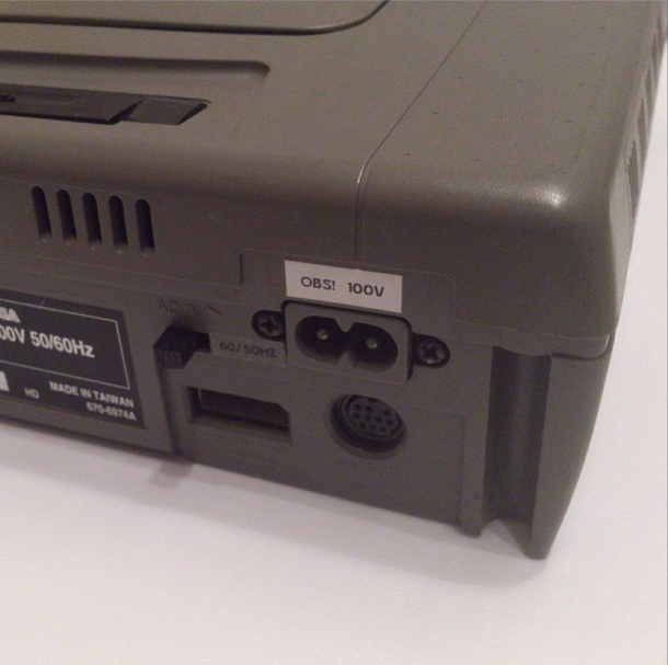 Sega Saturn (japansk modell 1) med en 50/60 Hz switch